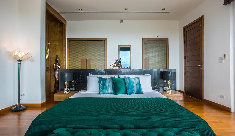 19 Master Bedroom Suite 1