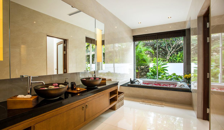20 En Suite Bathroom