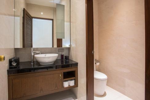 30 En Suite Bathroom