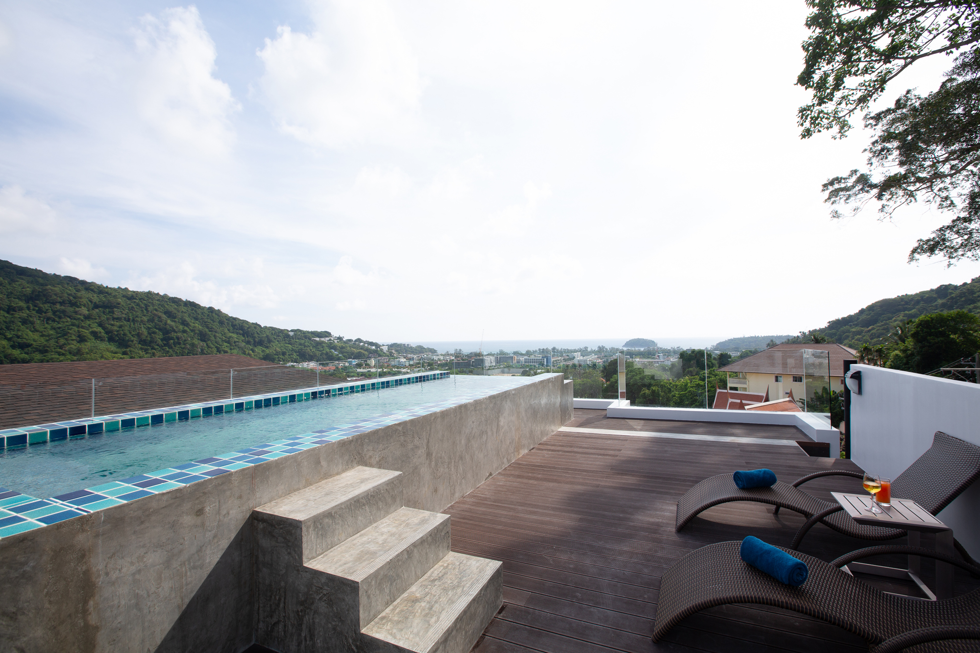 Sea-view penthouse suite with a plunge pool in Kata