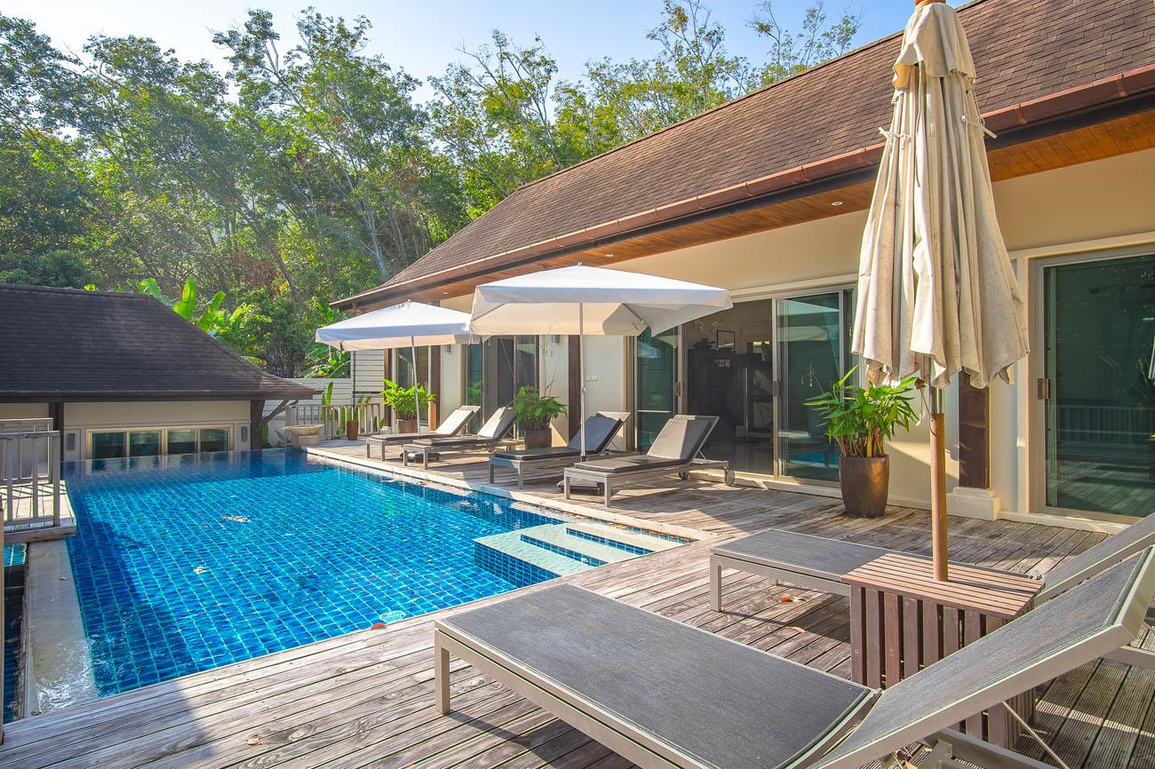 Oriental-style pool villa in Naiharn