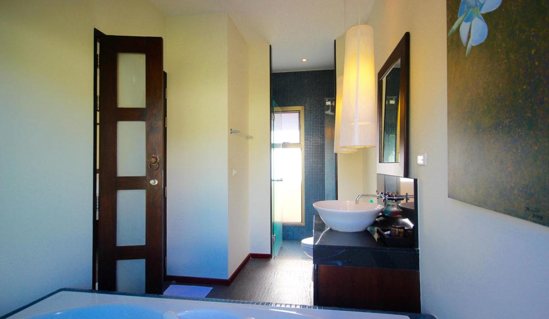TG14 - Master bathroom2