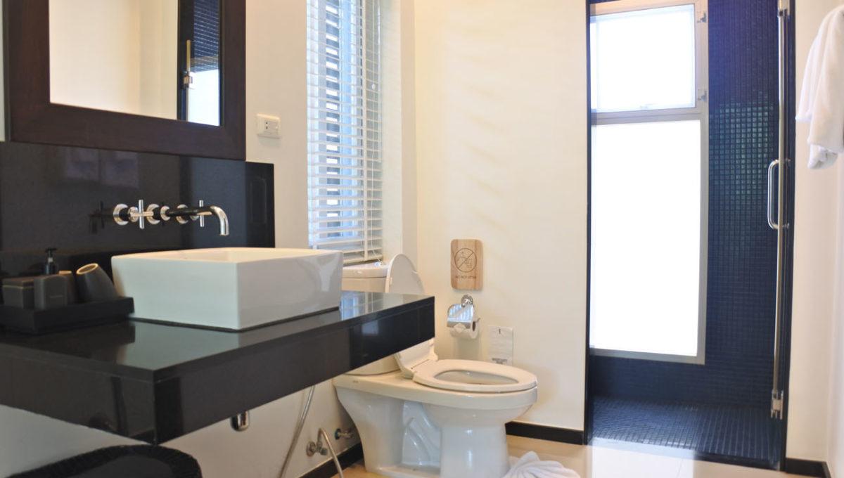 A1 - Master bathroom2