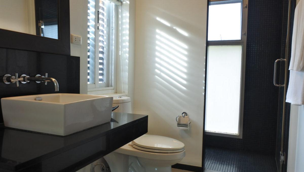 B1 - Master bathroom2