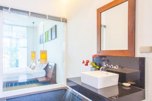 V5 - Master bathroom